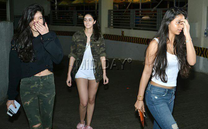3f5e53bfc2f3e Photos  Suhana Khan spotted with friends Shanaya Kapoor and Ananya Pandey