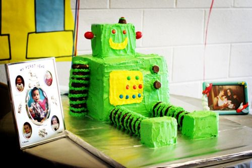 Love this adorable robot cake from Project Nursery!  Mr. Roboto theme birthday party   from Project Nursery