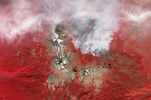 Clouds, Fire, and Ice in the Cascades : Natural Hazards : NASA Earth Observatory