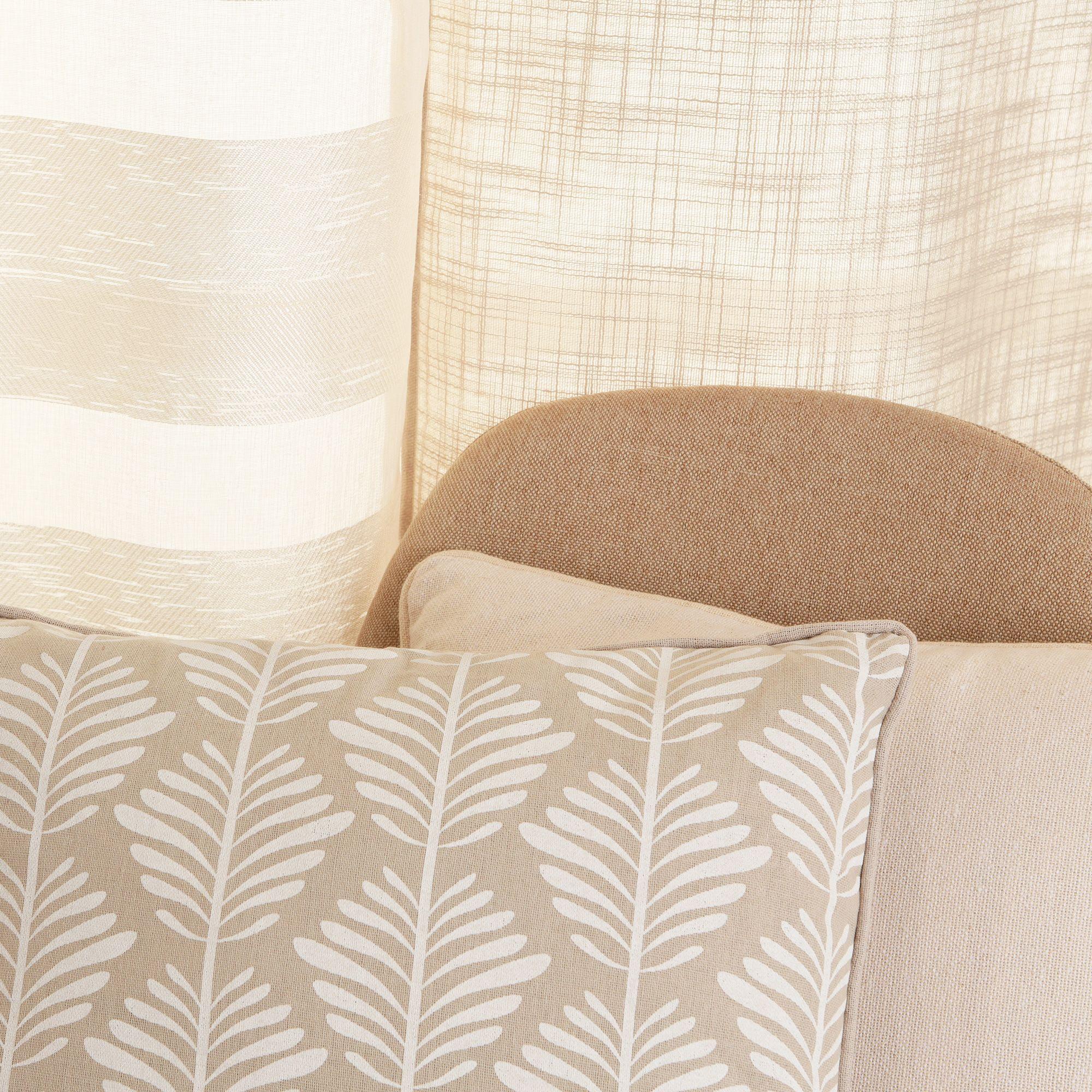 Un motif floral blanc tout doux pour bien commencer la semaine 🌼 . #decoboutique #themetadeco #decoration #homedesign #cozyhome #interior #homeinspo #instahome #homedecor #interiordesign #decor #shopmystyle #decoaddict #passiondeco #ideedeco #madecoamoi #photooftheday #coussin #rideau