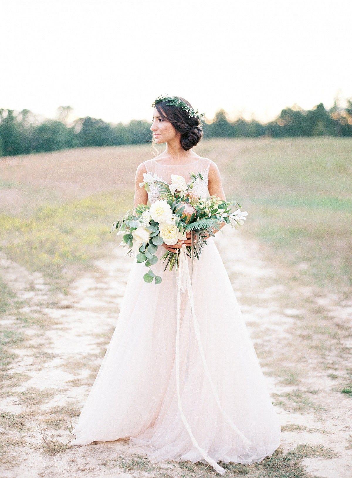 Light and Neutral Outdoor Wedding Ideas by Allison Kuhn | Wedding ...