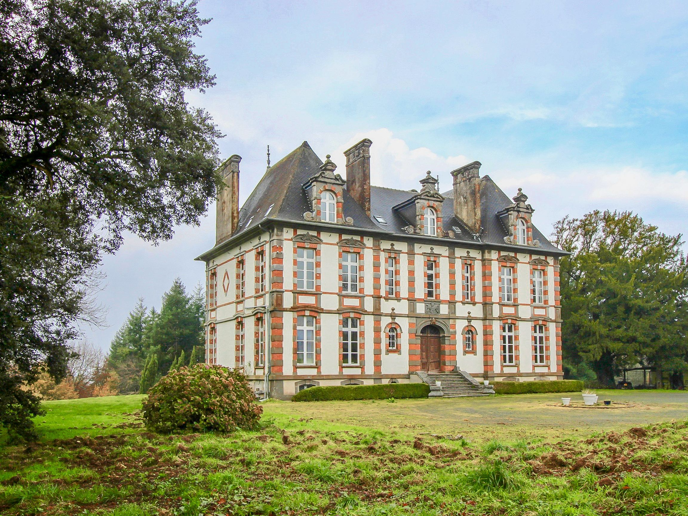 Stunning Château from the 1800's set in the countryside