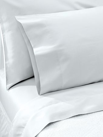Egyptian Cotton Sheets In A Percale Weave Feel Clothesline Crisp White