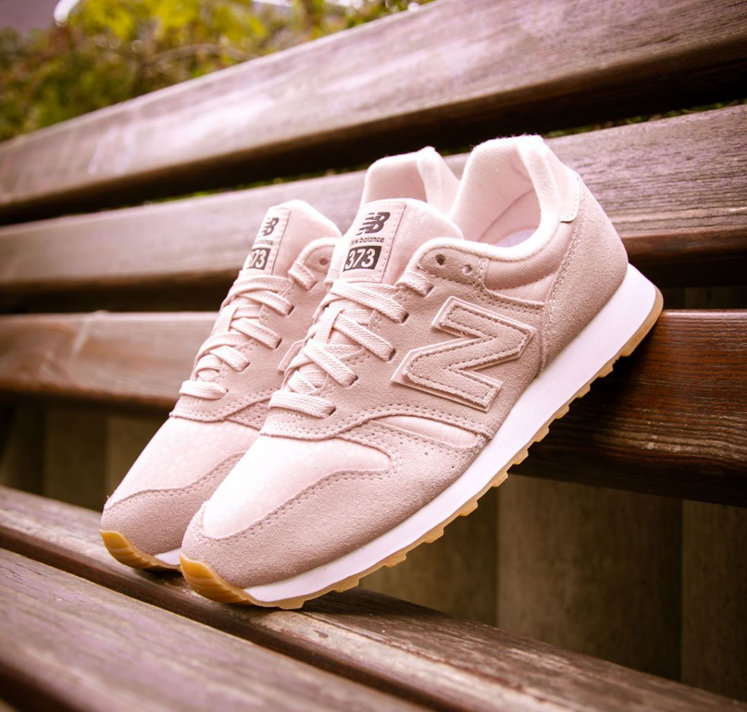 New Balance 373: Pink Rose | Pink shoes outfit, New balance ...