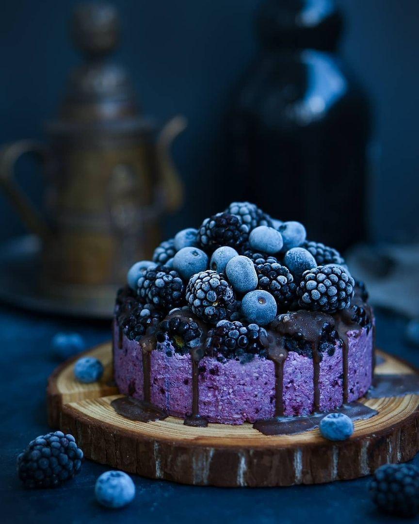 Торт с кешью и чёрной смородиной без выпечки | Идеи для блюд