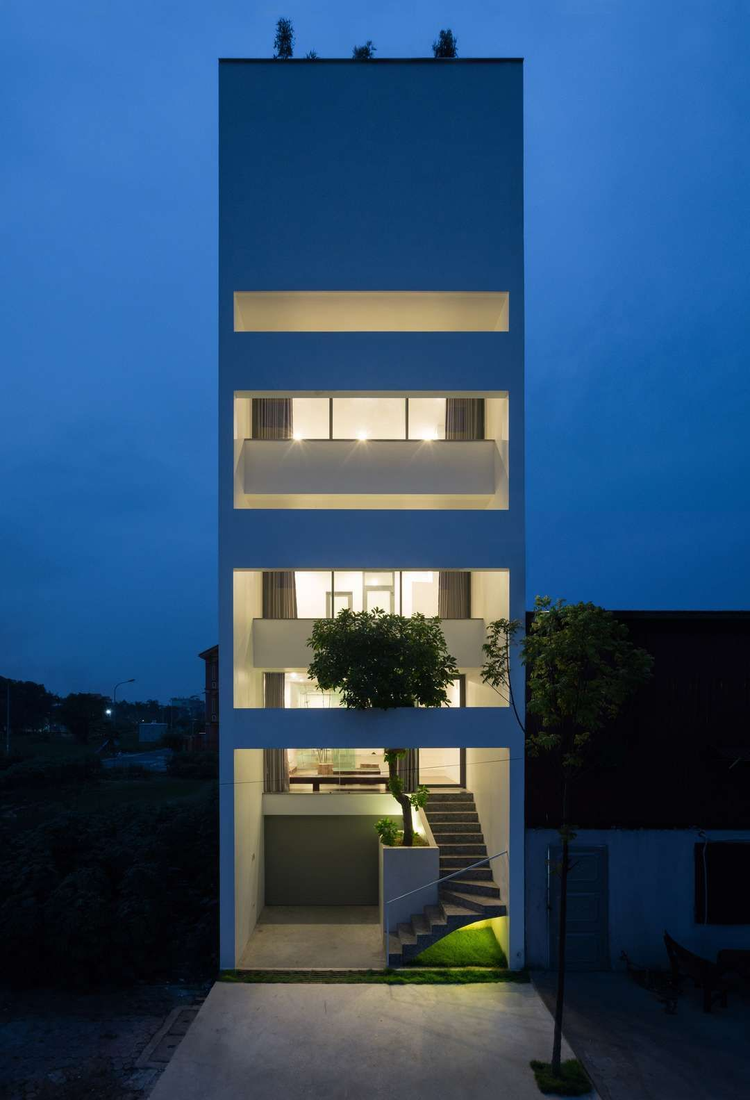 A House In Trees Locates In A Small Narrow Land Which Was Divided With The Area Of 5 Narrow House Designs Modern Architecture Building Architecture Building