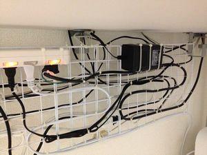 ワイヤーネットで配線整理をするメリットとデメリット ワイヤー