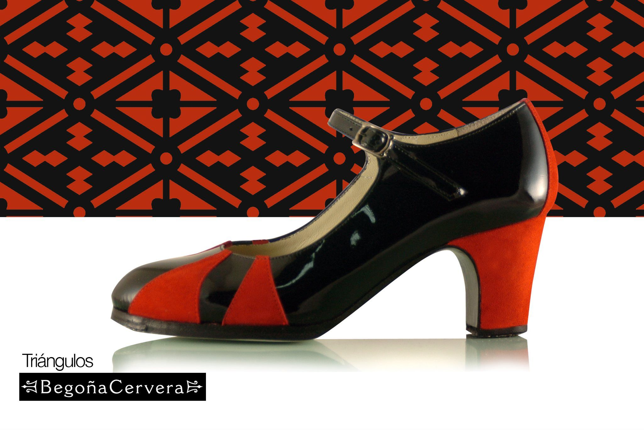 Zapato profesional de flamenco Begoña Cervera Modelo Trangulos charol negro