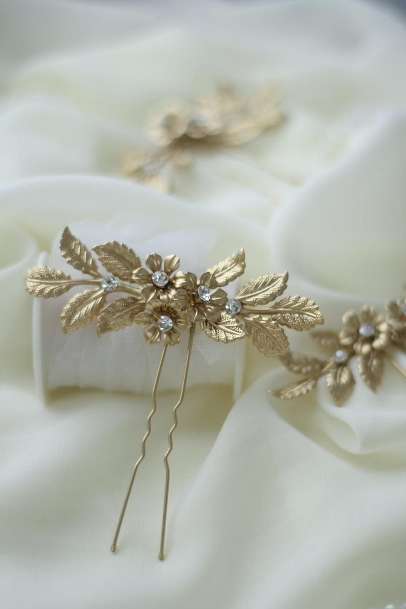 Leaf Gold Wedding Hair Pin Gold Bridal Hair Pin Gold Hair Pins Etsy Gold Hair Accessories Wedding Gold Bridal Hair Accessories Gold Hair Accessories