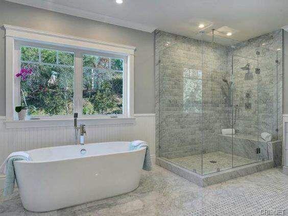 disposition bain devant fen tre puis douche salle de bain nous pinterest salle de. Black Bedroom Furniture Sets. Home Design Ideas