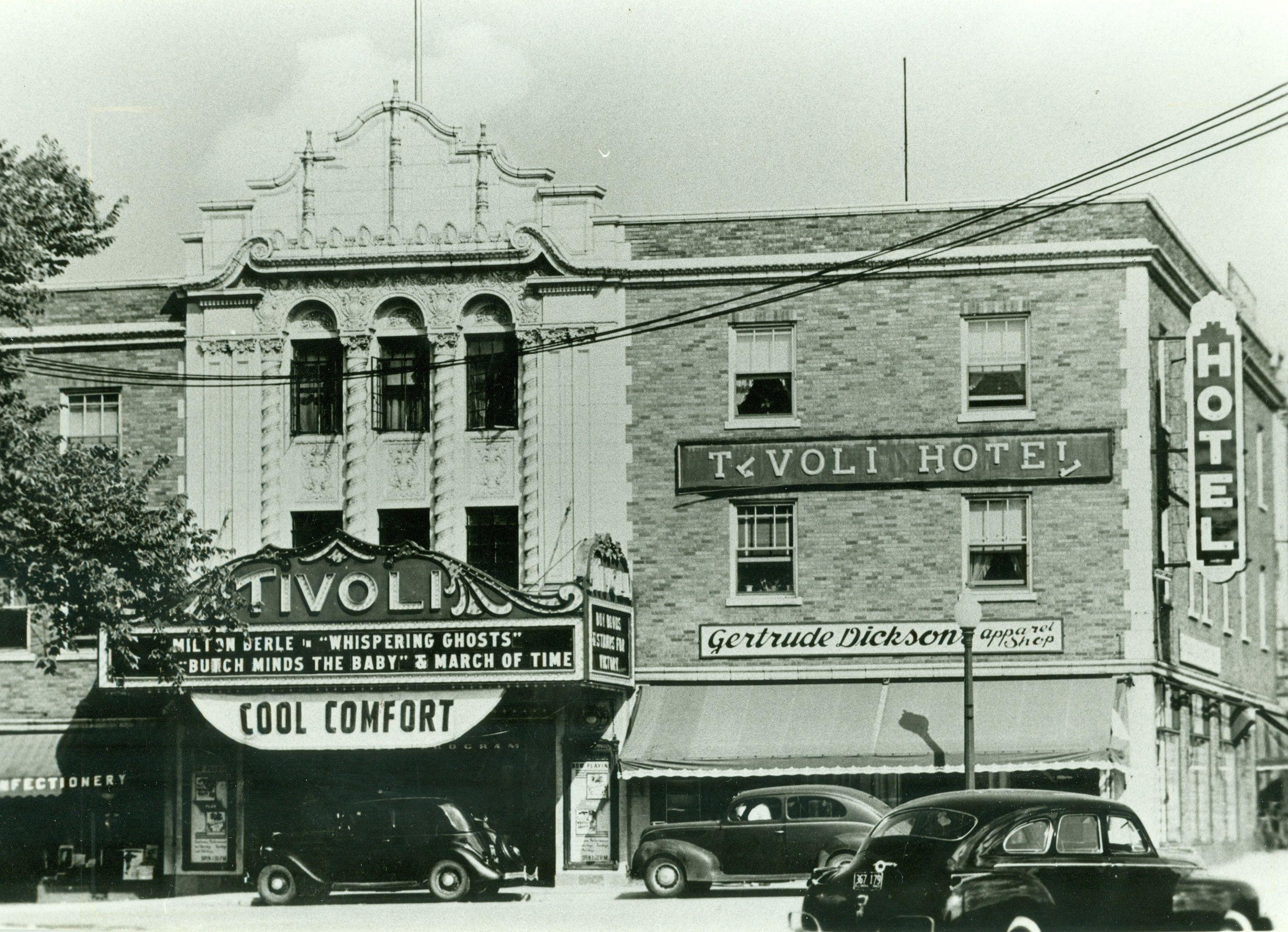 940 Warren Gertrude Dixon Apparel Now Aurelio S Pizza In 1928 When The Building Was Built The Bunge Pharmacy Wa