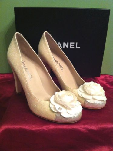 61382d10efae Chanel Escarpins Camellia White Silk Flower Beige 2 Tone Glitter Heel Size  40 10 | eBay