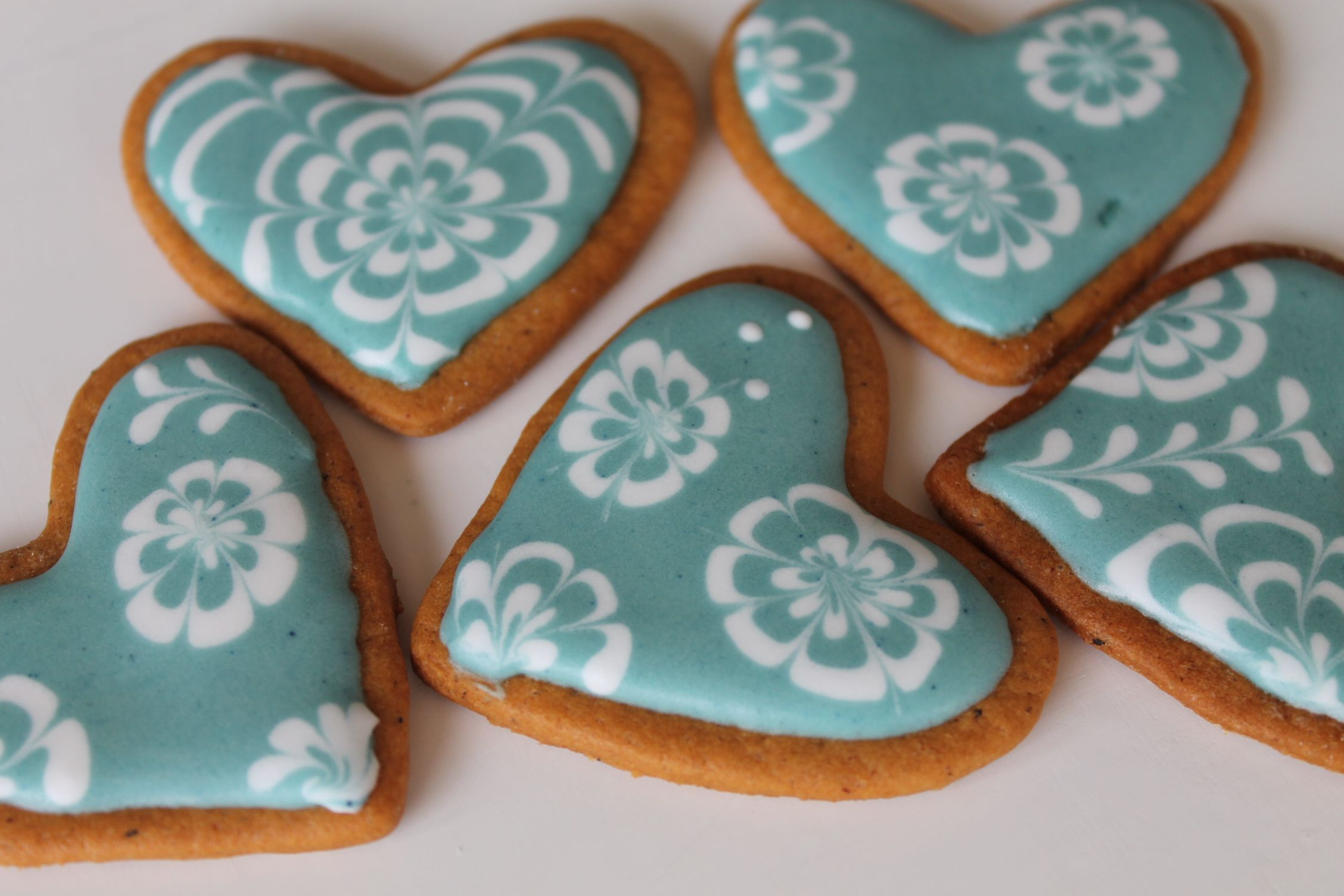 gingerbread cookies with glamour frosting