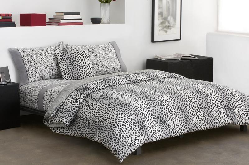 10 Amazing Bedrooms with Cheetah Bedding Print ...