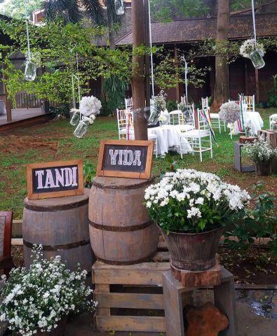 rustic outdoor wedding at rumah ranadi | luar ruangan