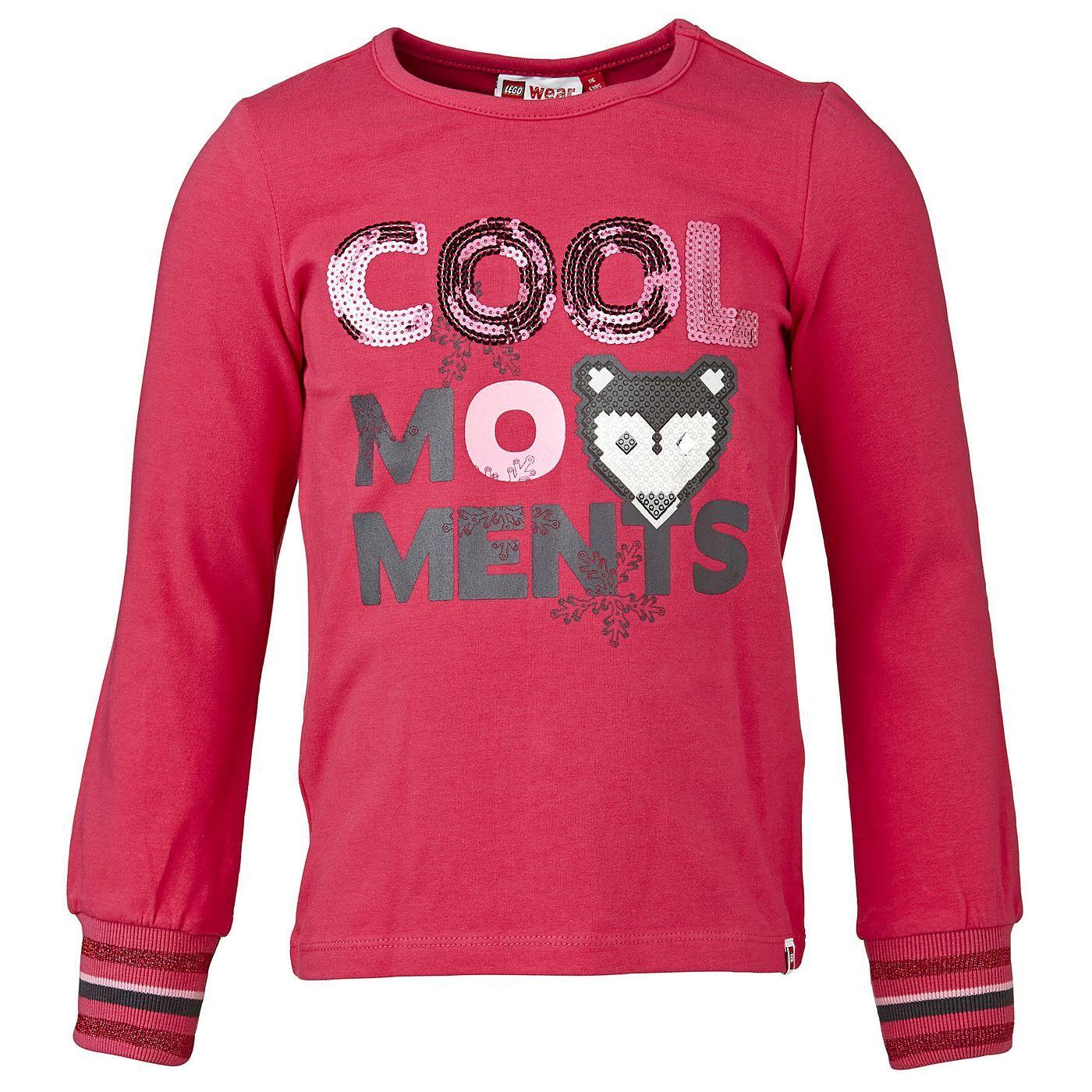 """Schönes Langarmshirt """"Cool Moments""""    LEGO hat längst nicht nur die Spielzeugkisten, sondern auch die Kleiderschränke erobert. Dieses niedliche Shirt ist das richtige für aktive Kids. Das weiche Baumwollshirt macht nicht nur auf dem Spieplatz eine gute Figur.    LEGO® Wear Kinder Langarm T-Shirt für Mädchen mit folgenden Besonderheiten:    - Thema: LEGO®Wear Winter-Zoo  - schönes Langarm T-Shi..."""