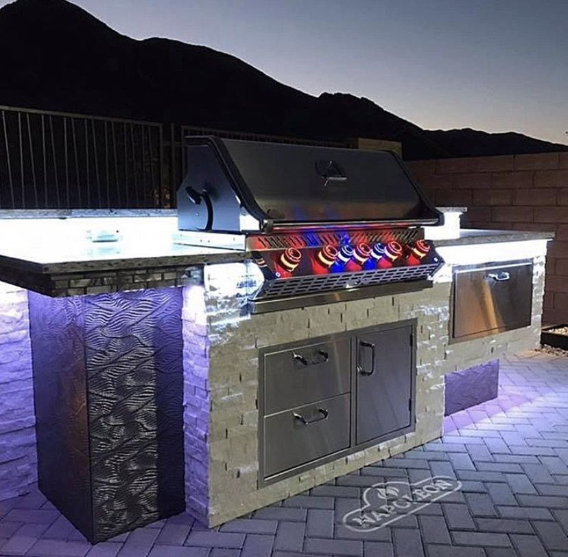 You Will Never Want To Cook Indoors Again Once You Get The Napoleon Lex730rsbi Gas Grill The Lex730rsbi Is An Entire Outdoor Kitchen In Gas Grill Grilling Gas