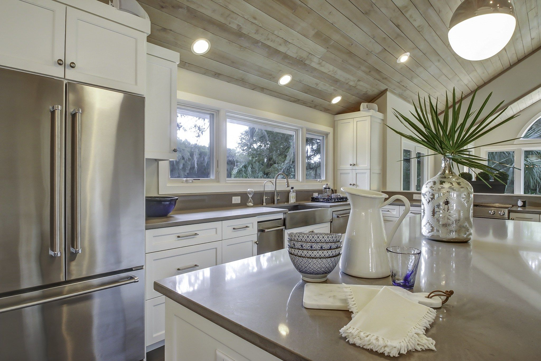 Grey Washed Tongue And Groove Ceiling White Shaker