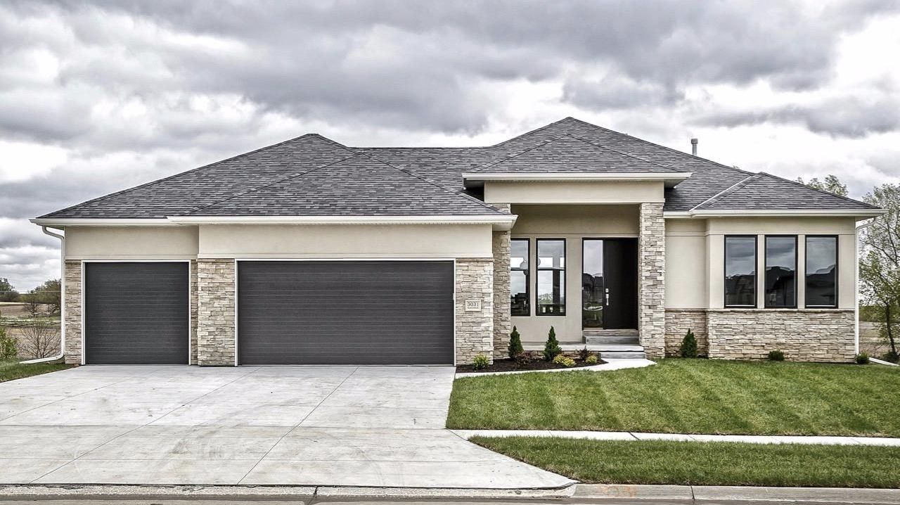 Love The Exterior Of Home Simple Brick With Tiny Bit Of Stucco And Low Roof Line Possibly More Mod Stucco Homes Stucco House Colors Dream House Exterior