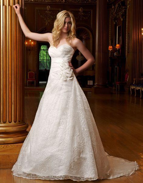 Wunderschöne Hochzeitskleider in weiß und ivory!