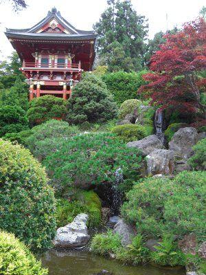amused to see this totally steep bridge in the Japanese tea garden - chinesischer garten brucke