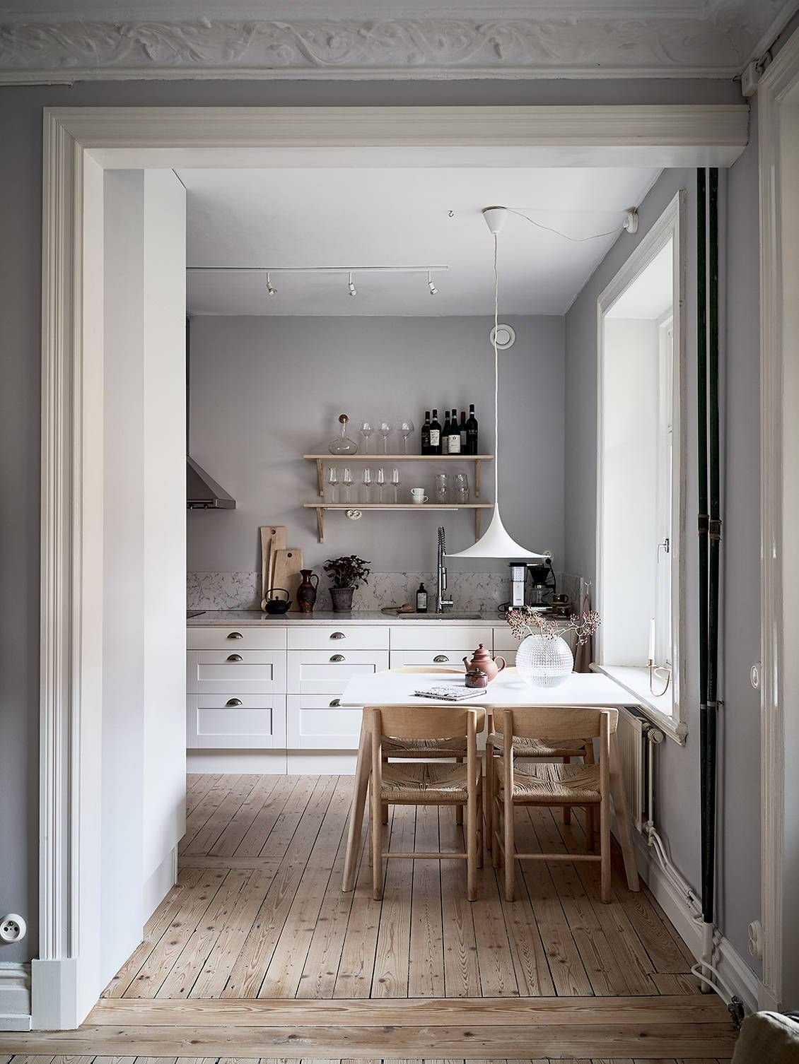 Beautiful grey home with a soft pink touch Modern