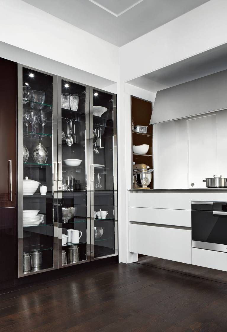 Siematic Classic Beauxarts S2 Ceiling High Glass Display Cabinets With Metal Frame In Living Room Display Cabinet Glass Cabinets Display Above Kitchen Cabinets
