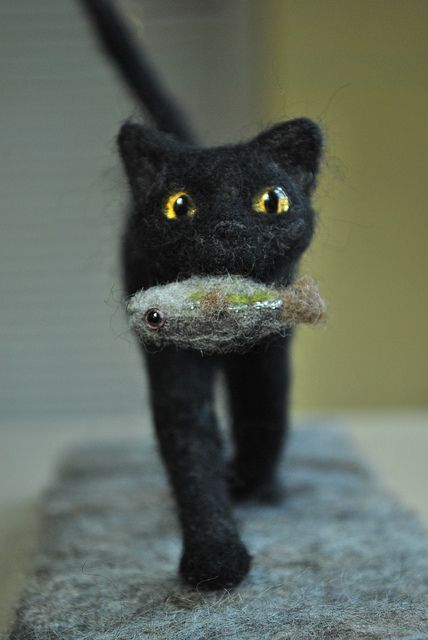 Huntress (needle felted cat with fish)