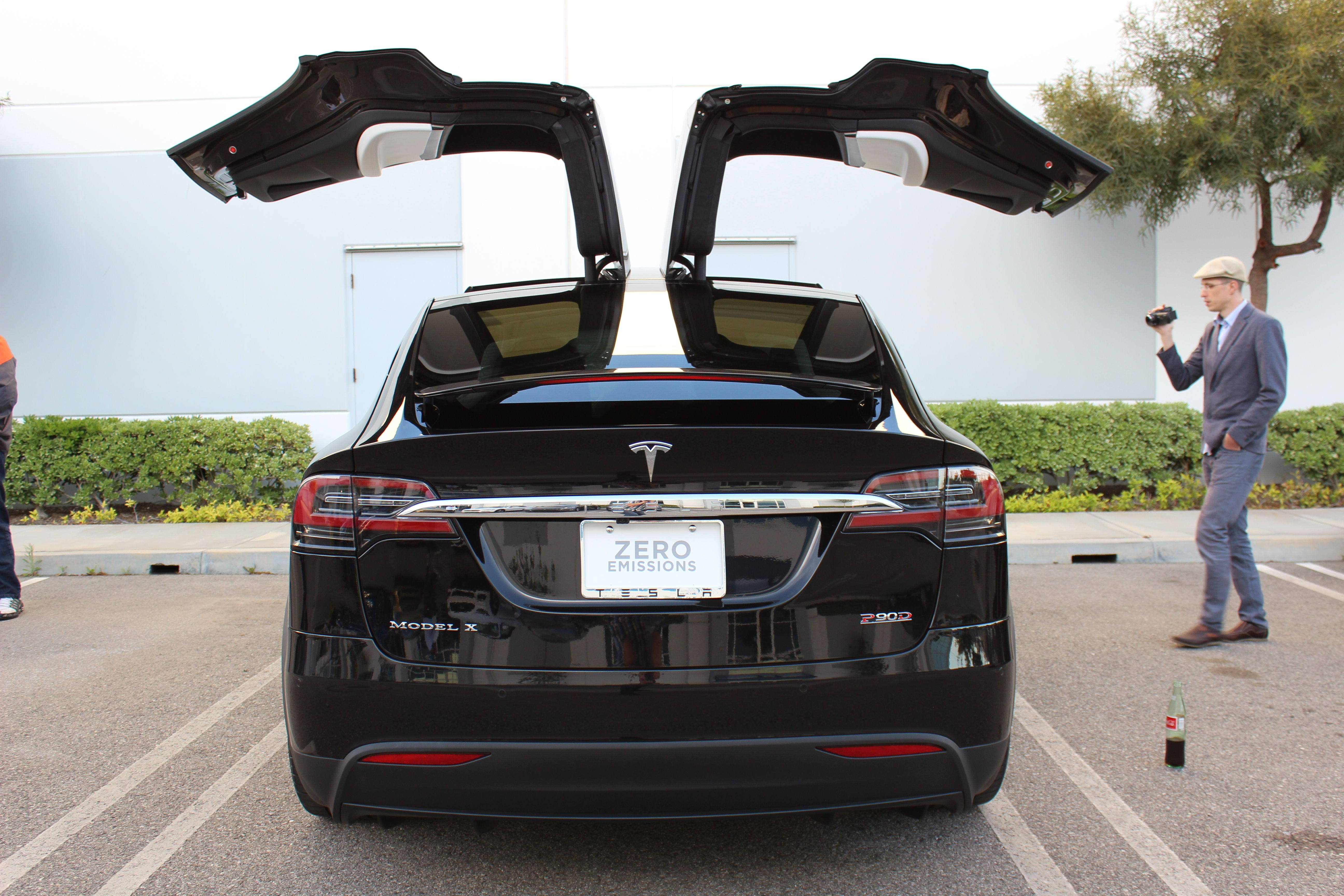 Tesla Model X Falcon Wing Door Umbrella Mode Explained Video Tesla Model X Tesla Model Tesla Car