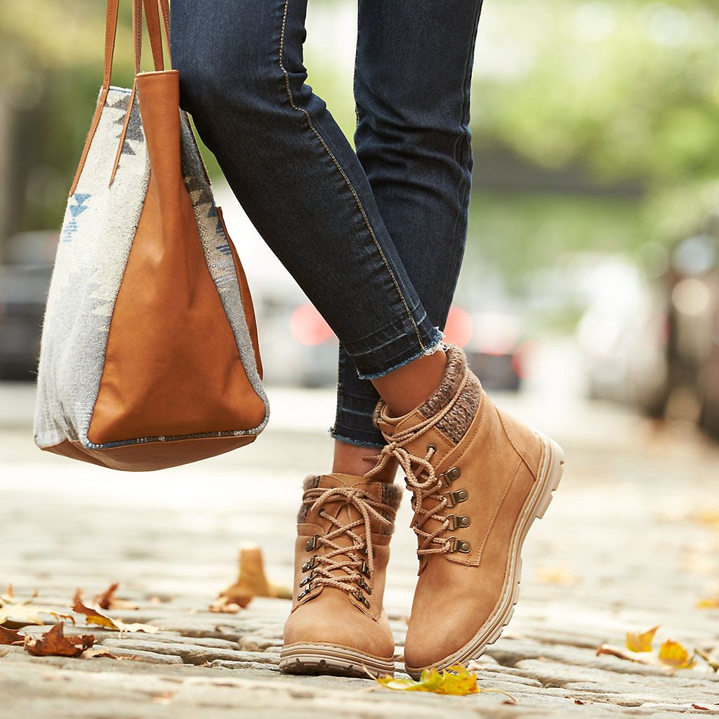 trendy walking boots womens