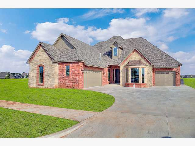 Home For Sale 11645 Nw 109th St Yukon Ok Homes Land Sale House Renting A House Home