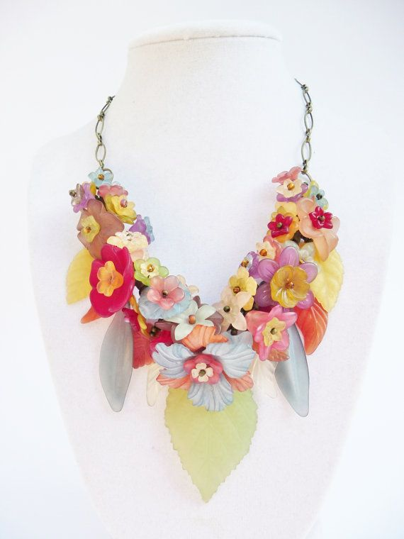 Autumnal Garland - Vintage Lucite Flowers in Autum Colors - Lightweight Statement Nekclace - Bibstyle