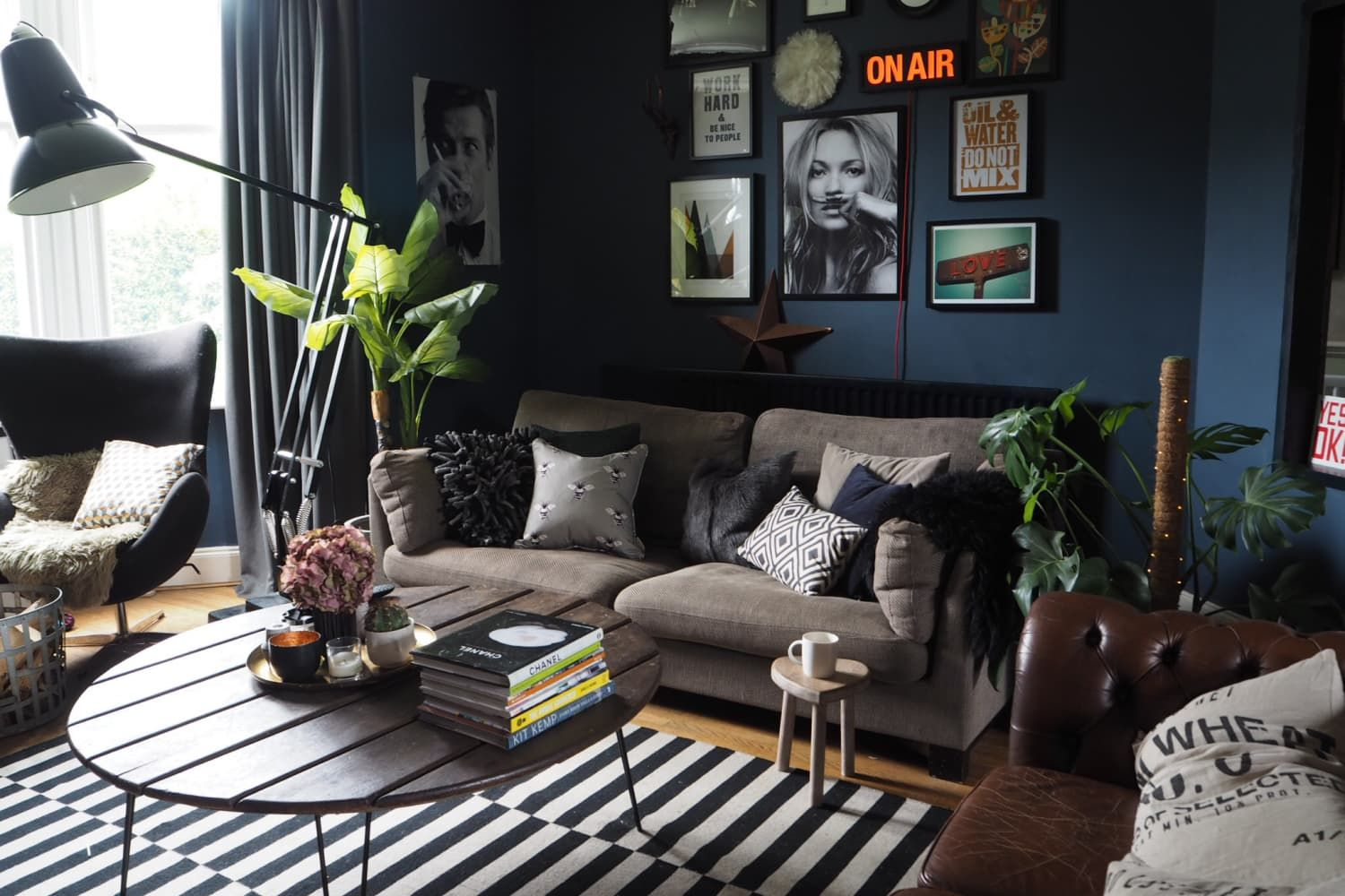 A Dark Decadent Uk Rental Home In 2020 Living Room Tr