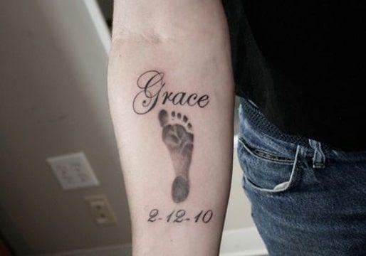 Tatuajes De Huellas De Bebe Recien Nacidos En La Espalda Tatuaje