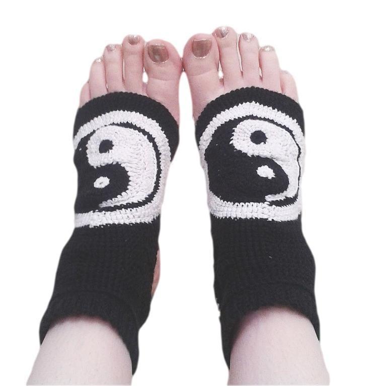 ($) Crocheting : Yin and Yang Yoga Socks, pattern for purchase
