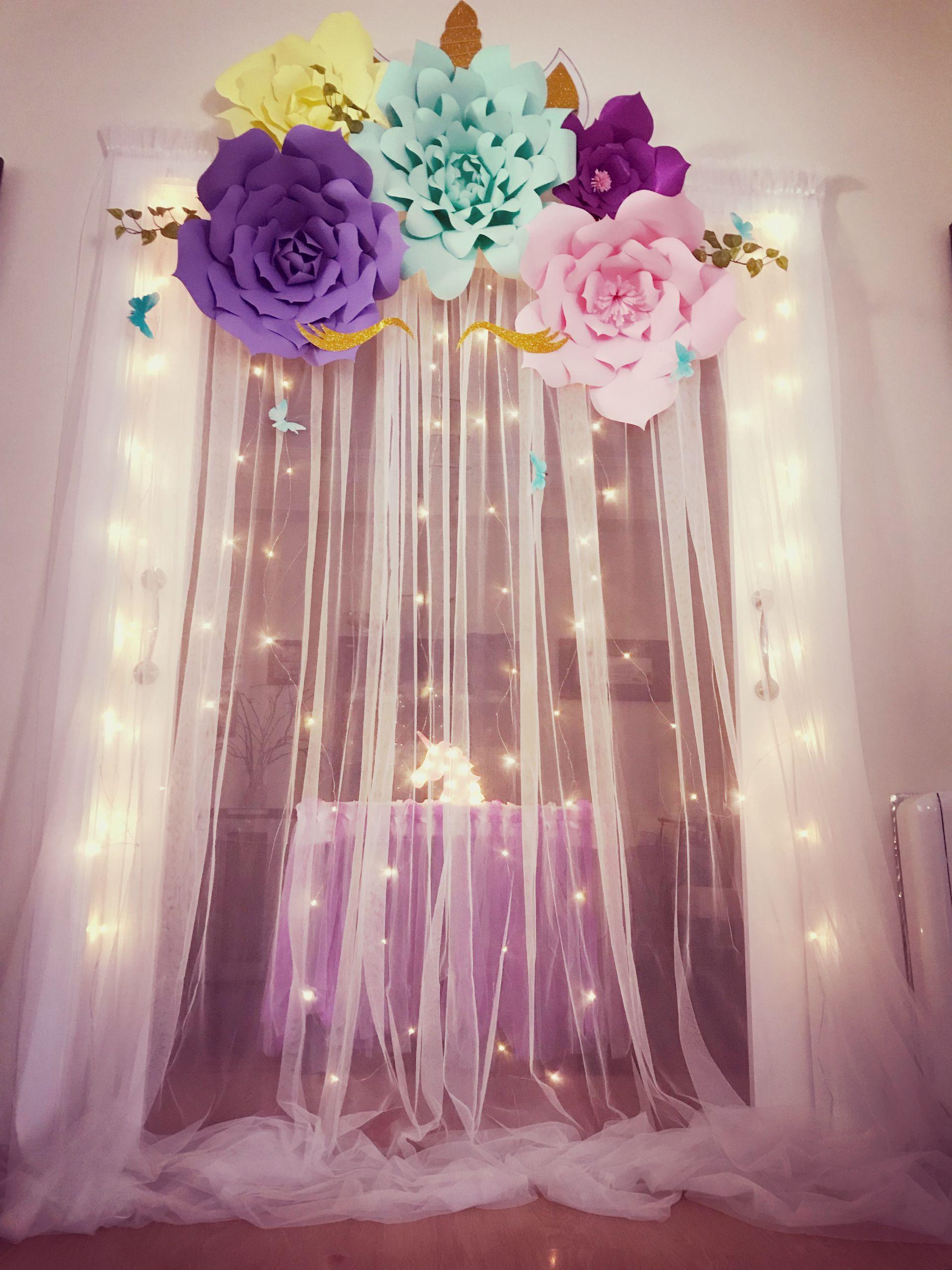 Flores de papel diy cortina de tul y luces y creas un - Luces de ambiente ...