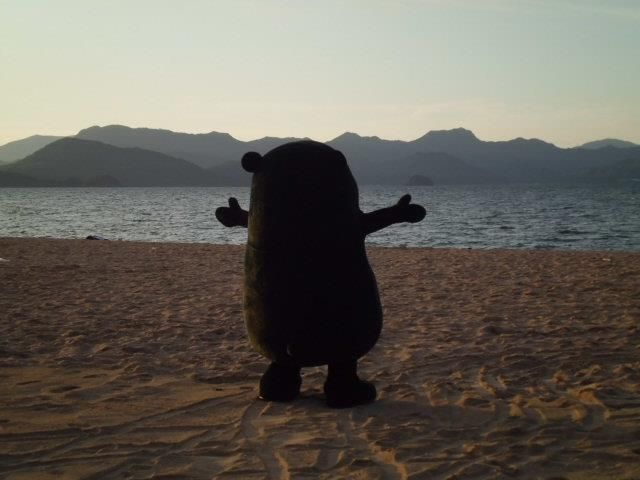 Kumamon, embracing the sea.