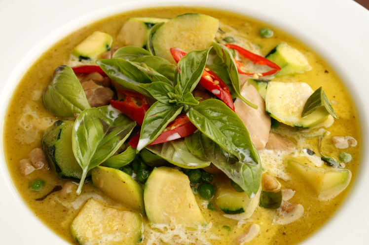 Grand classique de la cuisine tha landaise le poulet au curry vert tha est une recette aussi - Grand classique cuisine francaise ...