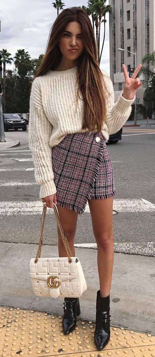 incredible fall outfit idea sweater + bag + plais skirt +