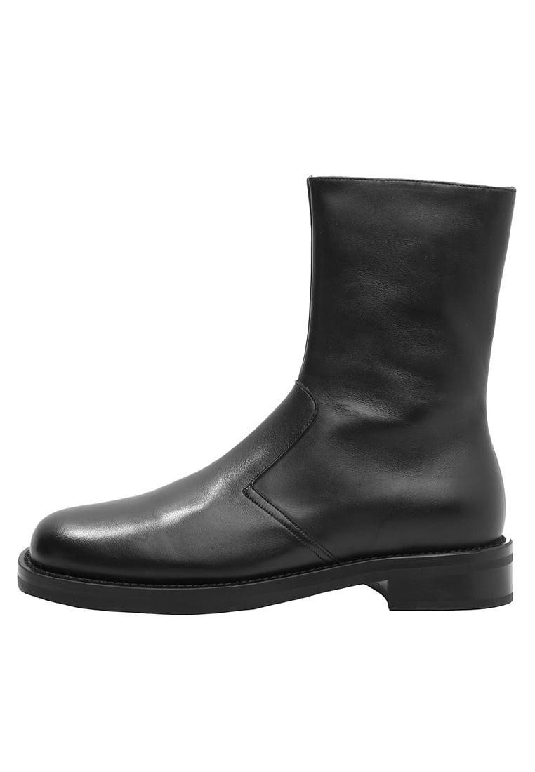 ¡Consigue este tipo de botas camperas de NEIL BARRETT ahora! Haz clic para  ver los detalles. Envíos gratis a toda España. Neil Barrett BIKER BOOT  Botines ... 78fef1f193d