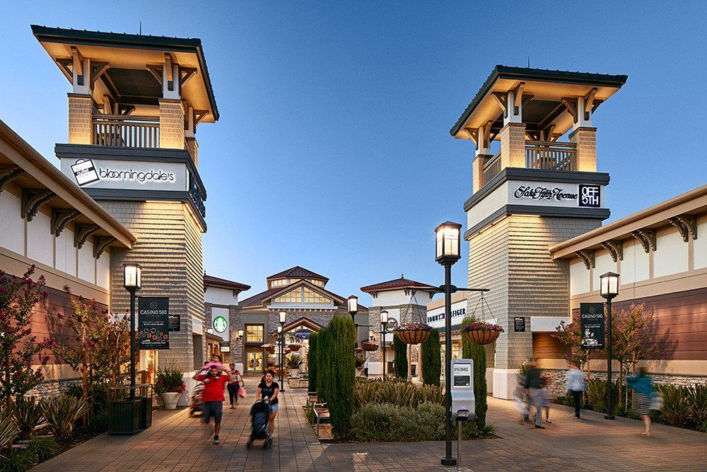 Top 5 Outlet Malls To Check Out During Your Visit To California Outlet Mall Malls Near Me Premium Outlets