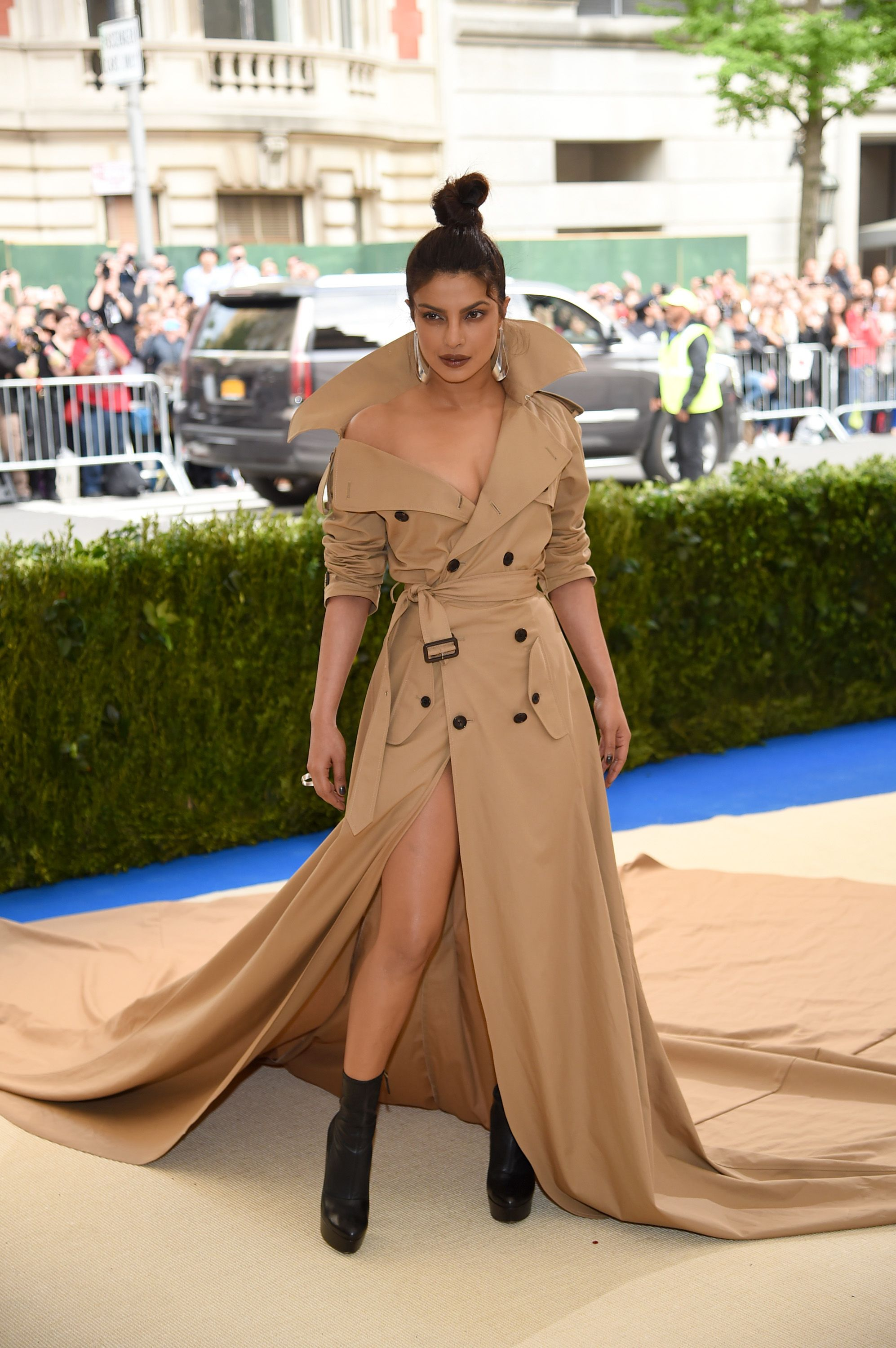 Met Gala 2017 Every Unforgettable Outfit From The Red Carpet Priyanka Chopra Red Carpet Priyanka Chopra Dress Red Carpet Fashion