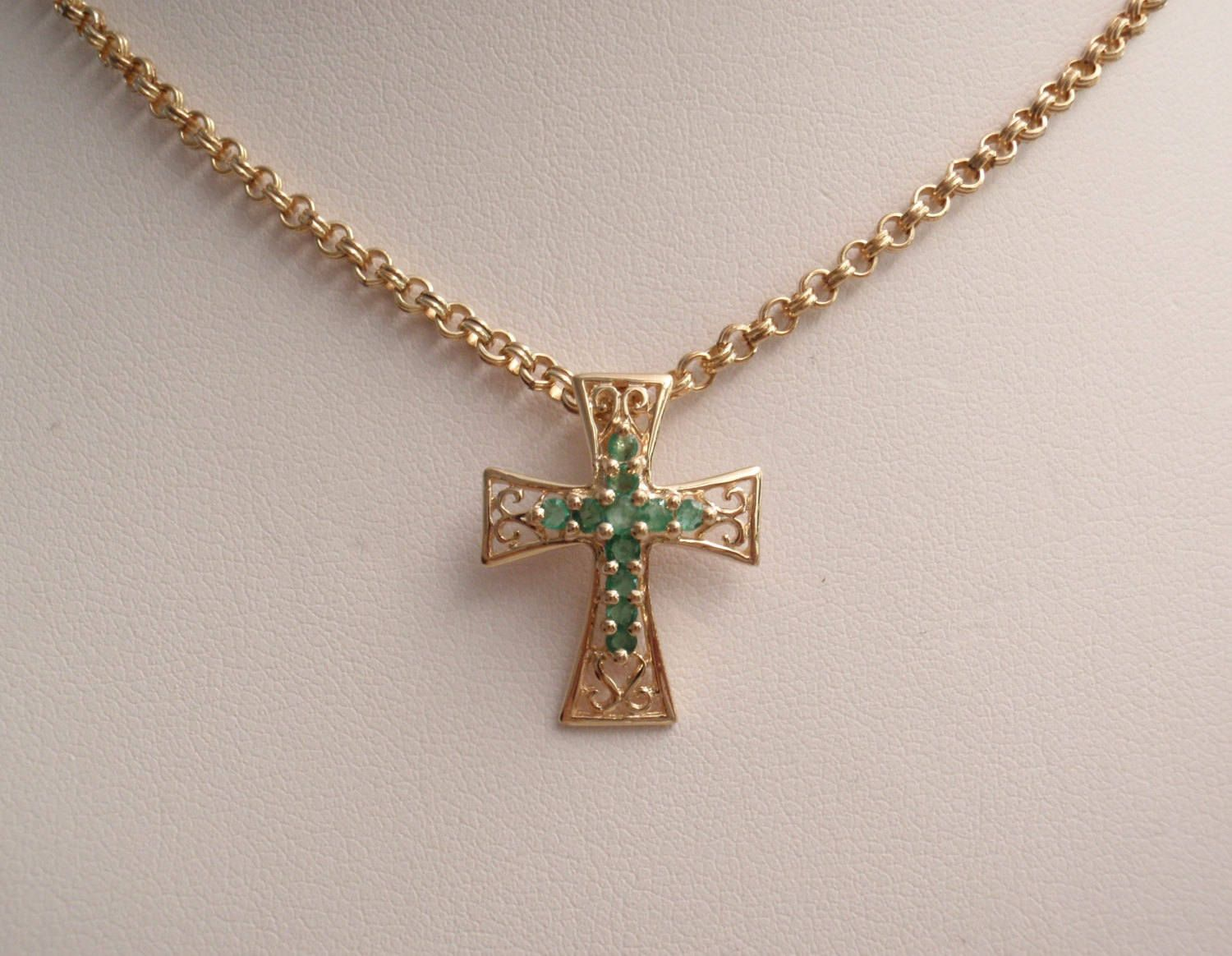 Emerald cross necklace k yellow gold inch chain vintage cw