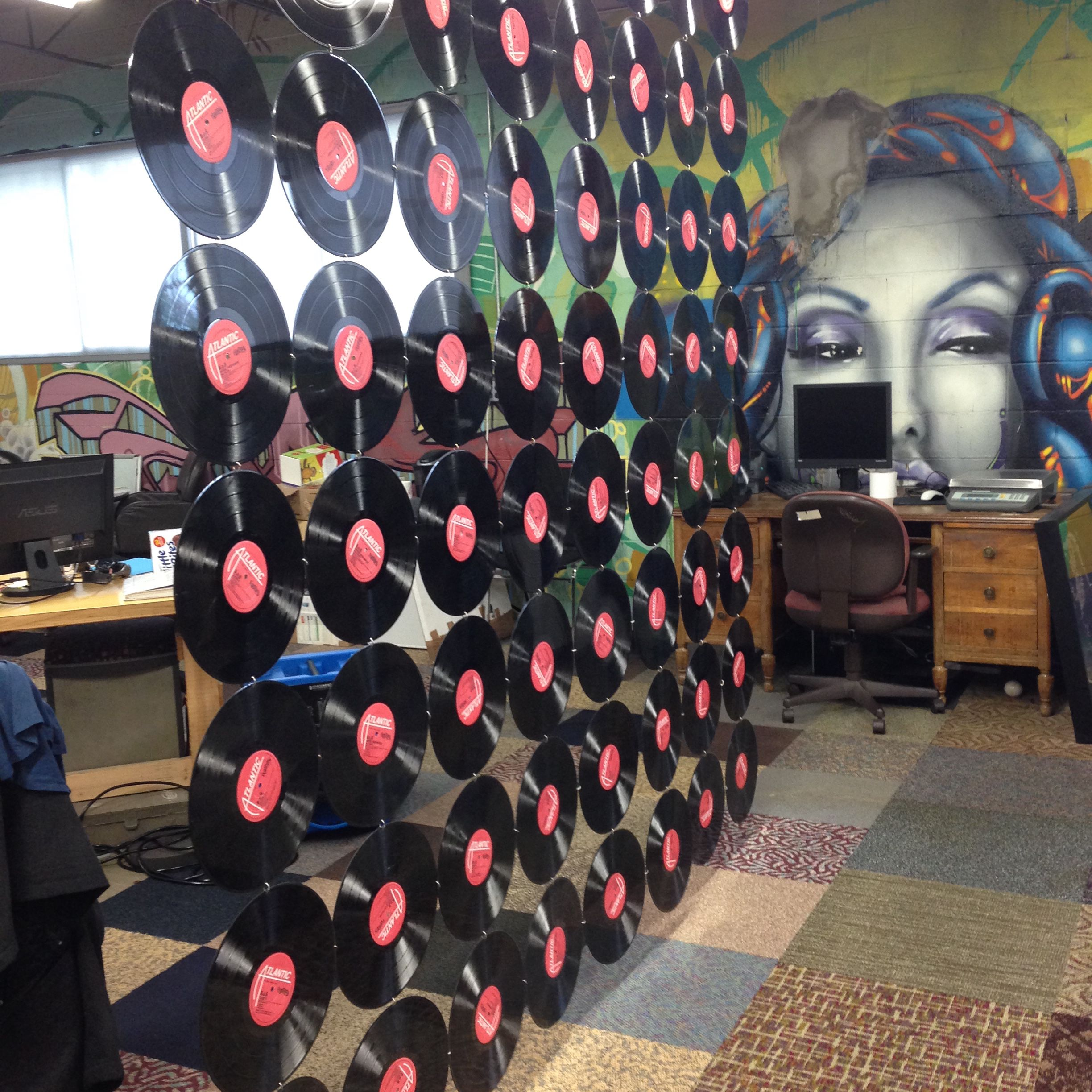Schallplatten Deko Wand This Upcycled Wall Divider Is Made Of Old Vinyl Records