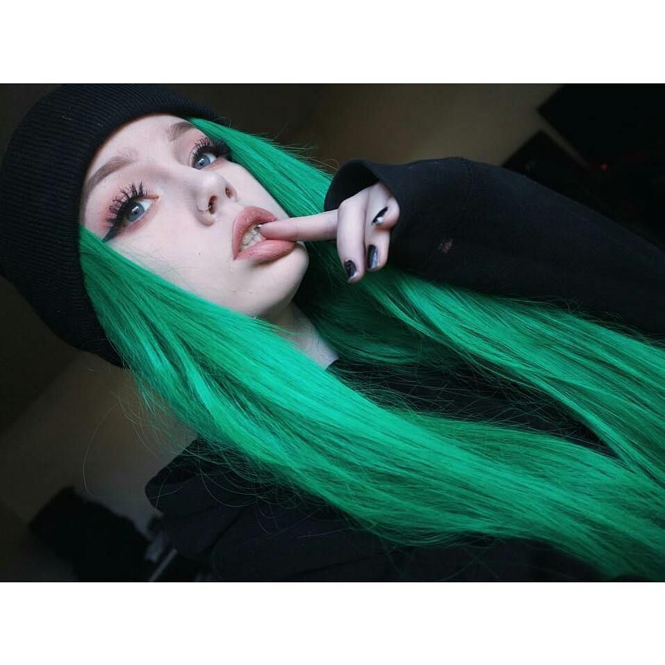Pin by ale hs on gyals pinterest hair coloring green hair and