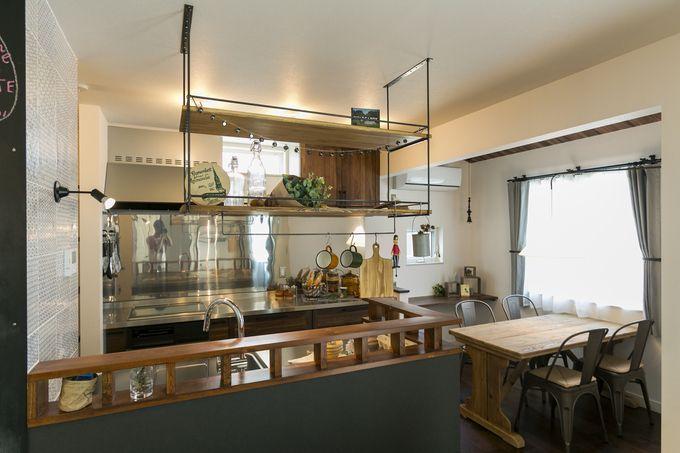 スルーな吊り戸棚ならキッチンの圧迫感を解消できる 吊り棚
