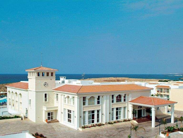 Dein all inclusive urlaub im 4 sterne hotel auf zypern 8 tage ab 357 urlaubsheld for Hotels auf juist 4 sterne