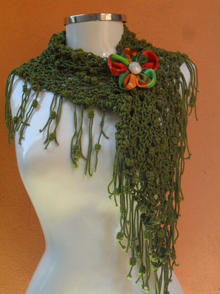 xale em trico c/ flor de fuxico https://www.facebook.com/artesdairis