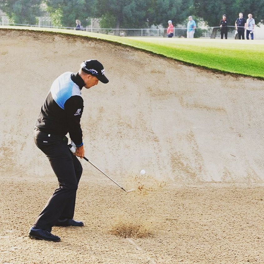 Henrik Stenson på hål 10 på Majelis golf course på Emirates Golf Club i Dubai FAE  Under Omega Dubai Desert Classic 2018  #Henrikstenson #golf  #bunkershot #sport #golfcoursephotography