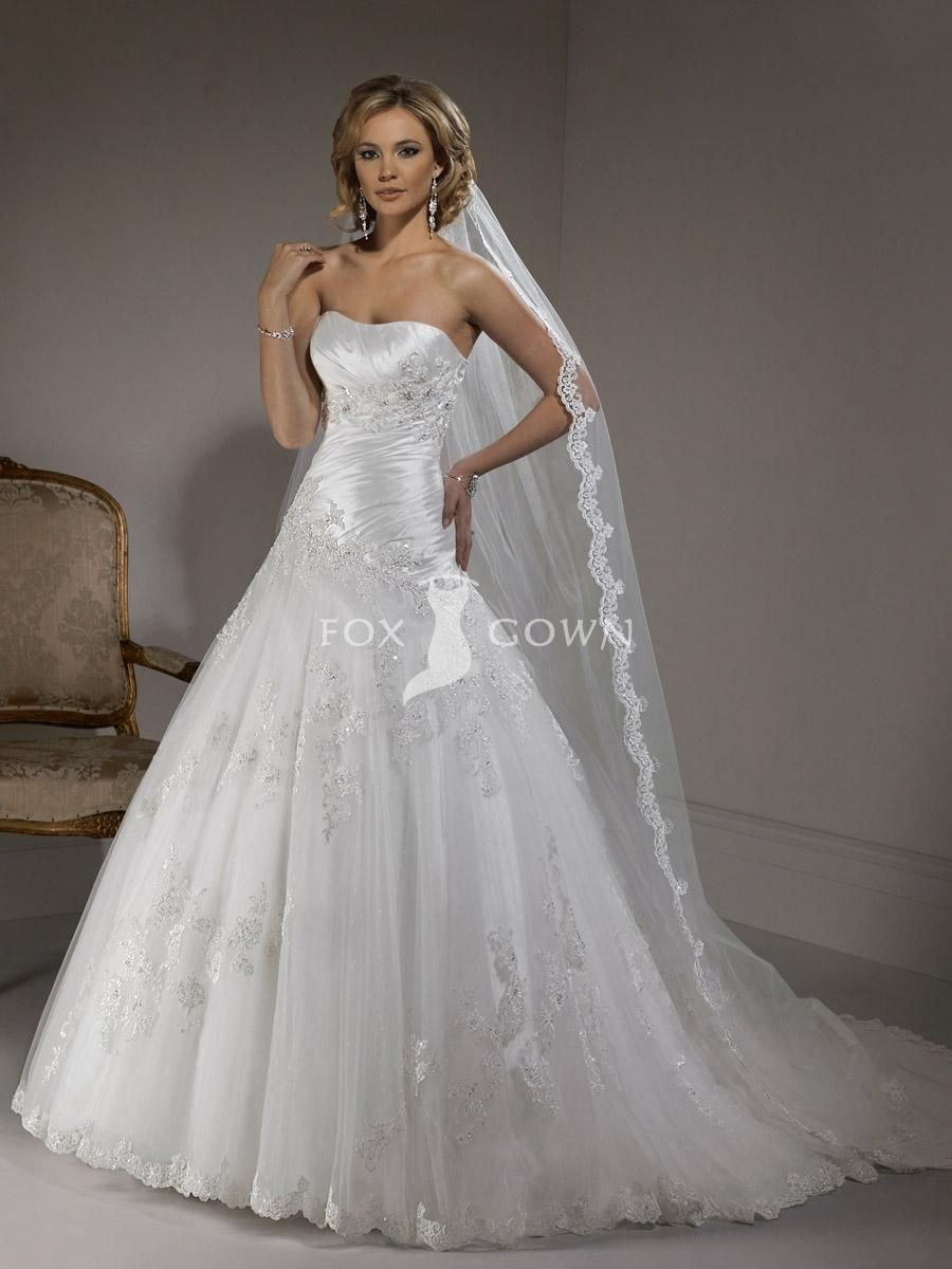 Gorgeous Strapless Wedding Dress Hourgl Shape Bodice With Full Length Scallop Edged Veil